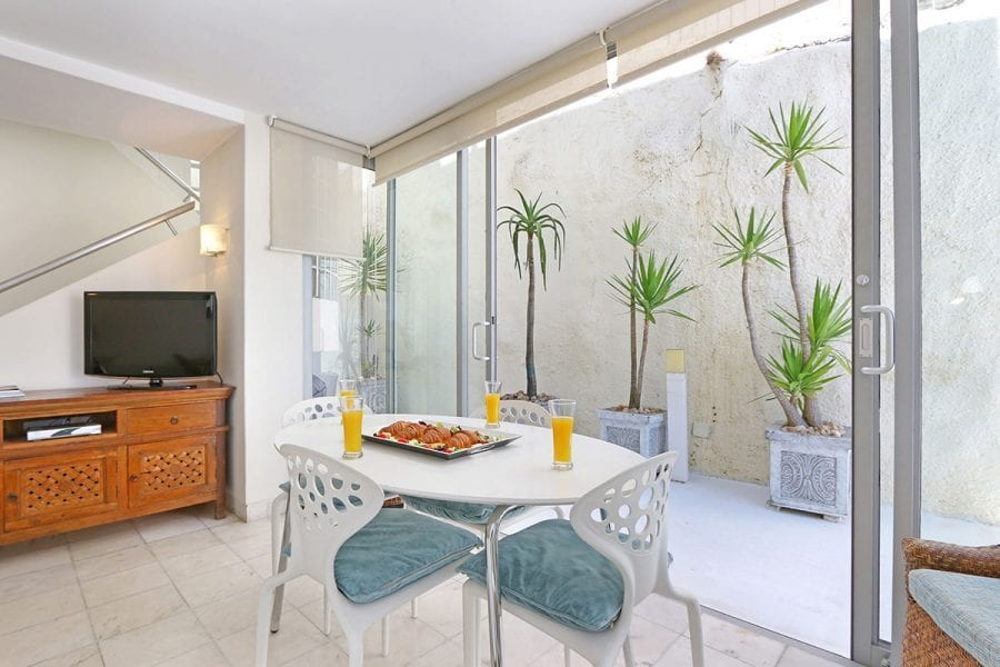 White Cliffs apartment Clifton Holiday Apartments Luxury Accommodation0