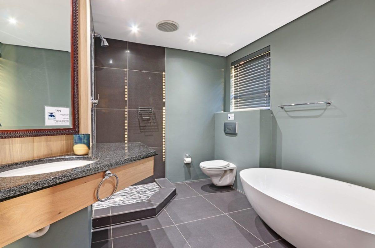 Oryx Villa • 10 Bedroom 20 Sleeper Luxurious Villa in Camps Bay
